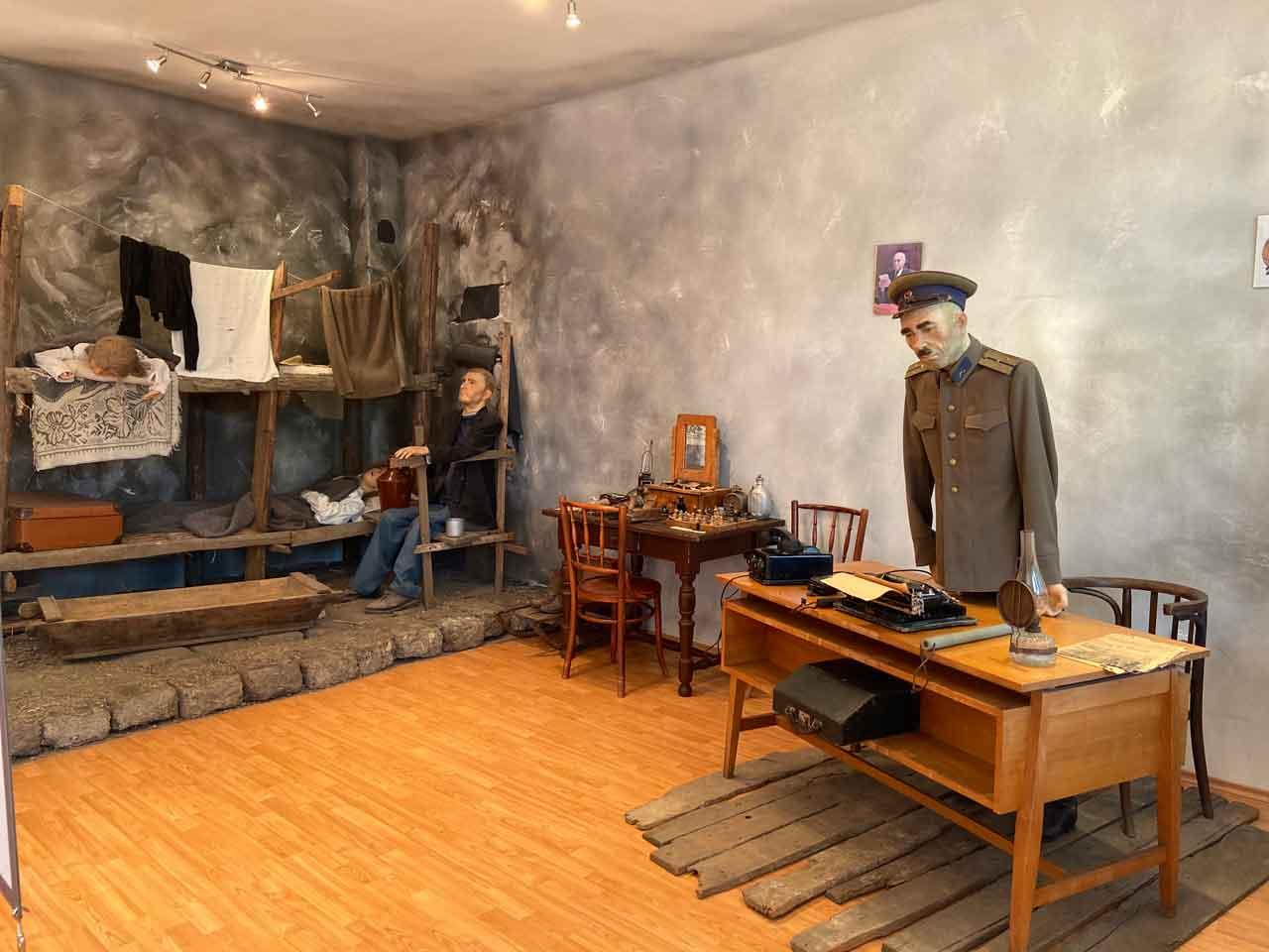 múzeum--Ítélet-nélkül-családok-munkatáborokban